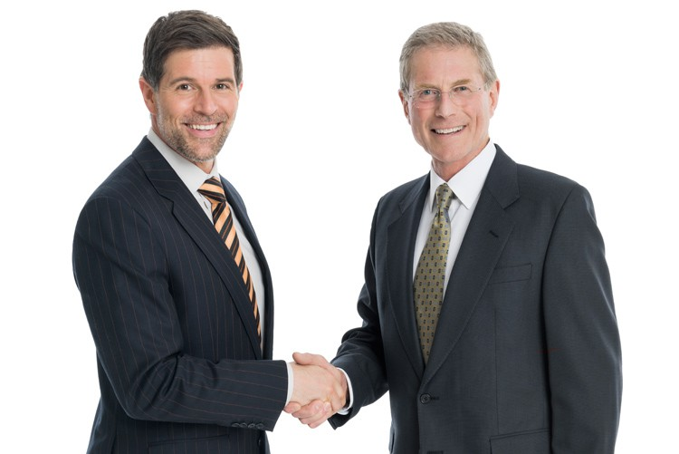 Hier wurden zwei CEO's für ein Pressecommuniqué fotografiert.