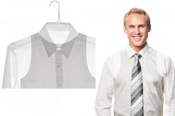 Hemden sind tranparenter als man denkt. Ziehen Sie das Unterhemd gar nicht erst an. Sie schwitzen im Studio auch weniger schnell.