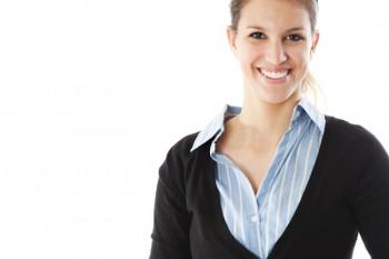 Ärmellose Oberteile, Westen, Gilets oder auch kurzärmlige Shirts sind für Bewerbungsshootings ungeeignet, weil sie eine Unruhe ins Bild bringen.